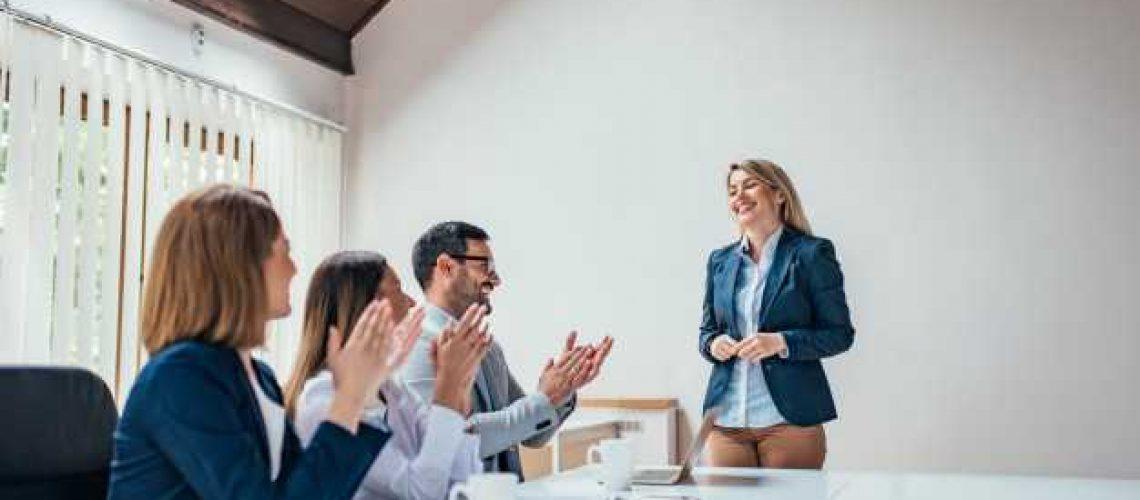 formation-professionnelle-reussie-reunion-travail-presentation-coaching_109710-3441
